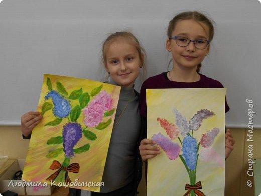 На кружке «Веселые ладошки» с педагогом Коцюбинской Л.А., дети рисовали не стандартным способом сирень Победы . Вот ,что получилось: фото 3