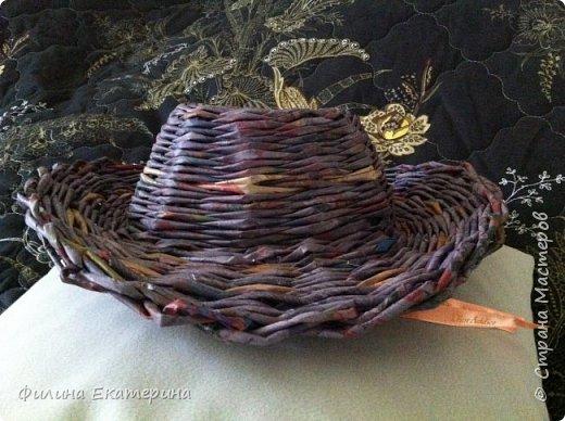 Здравствуйте. Я увлекалась плетением из газетных трубочек и хочу поделиться с вами своими изделиями. Это моя вторая корзиночка. Первая получилась совсем кривая. фото 16