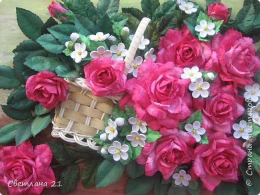 Здравствуйте!!!! Вот такая картина у меня сложилась. Соскучилась по квиллингу и вот навояла. Розы по МК Астории и к ним добавила беленькие цветочки, как же без них.   фото 2