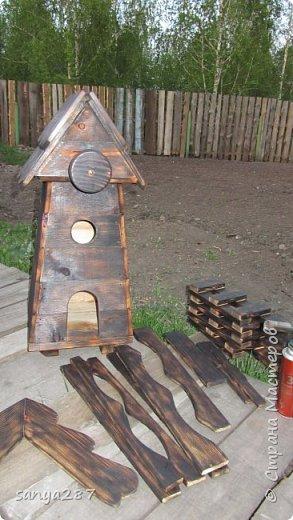 Здравствуйте! Это моя вторая мельничка для украшения сада. Сделана из массива, покрыта лаком. фото 10