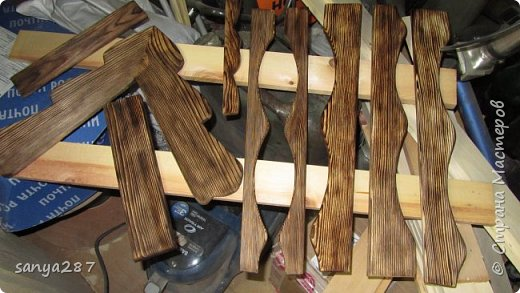 Здравствуйте! Это моя вторая мельничка для украшения сада. Сделана из массива, покрыта лаком. фото 13