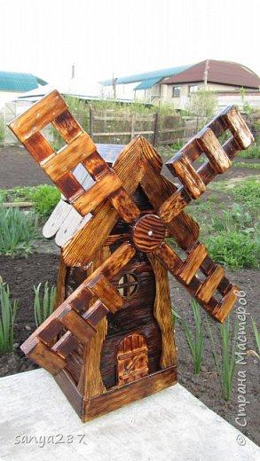 Здравствуйте! Это моя вторая мельничка для украшения сада. Сделана из массива, покрыта лаком. фото 16