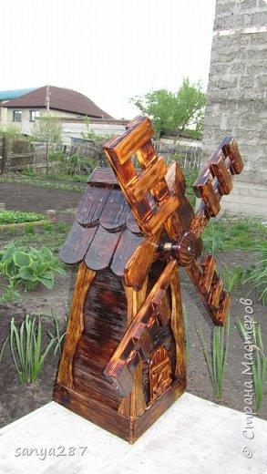 Здравствуйте! Это моя вторая мельничка для украшения сада. Сделана из массива, покрыта лаком. фото 17