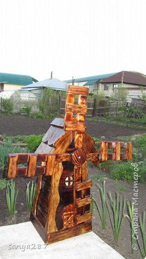 Здравствуйте! Это моя вторая мельничка для украшения сада. Сделана из массива, покрыта лаком. фото 18