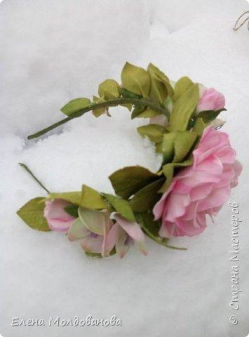 Выпавший в апреле снег явился хорошим фоном для моих роз фото 4