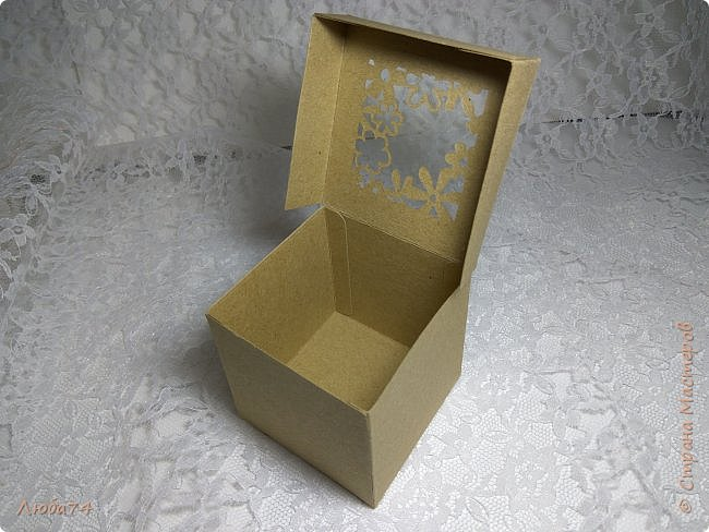 Всем, доброго дня! Решила испытать свои новые инструменты для скрапа. Фоновый нож и папку для тиснения. И вот, получилась у меня такая мужская открыточка.  Размер открытки 12,5 х 17,5 см. Основа белый перламутровый картон пл 290 гр., подложка темно-коричневая диз.бумага пл. 240 гр., надпись и фоновый узор из металлизированного картона пл 300гр. На подложке сделала тиснение и приклеила золотые стразы. фото 17
