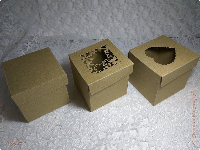 Всем, доброго дня! Решила испытать свои новые инструменты для скрапа. Фоновый нож и папку для тиснения. И вот, получилась у меня такая мужская открыточка.  Размер открытки 12,5 х 17,5 см. Основа белый перламутровый картон пл 290 гр., подложка темно-коричневая диз.бумага пл. 240 гр., надпись и фоновый узор из металлизированного картона пл 300гр. На подложке сделала тиснение и приклеила золотые стразы. фото 23