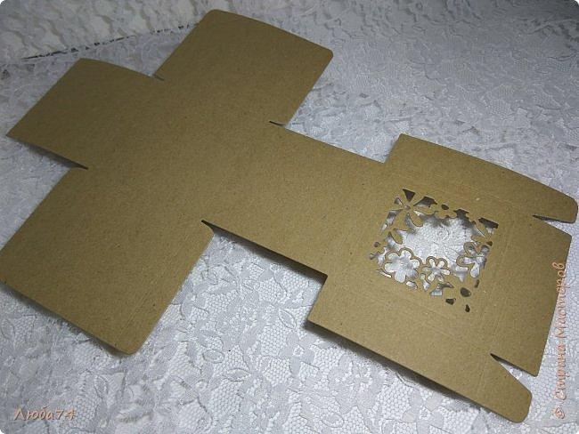 Всем, доброго дня! Решила испытать свои новые инструменты для скрапа. Фоновый нож и папку для тиснения. И вот, получилась у меня такая мужская открыточка.  Размер открытки 12,5 х 17,5 см. Основа белый перламутровый картон пл 290 гр., подложка темно-коричневая диз.бумага пл. 240 гр., надпись и фоновый узор из металлизированного картона пл 300гр. На подложке сделала тиснение и приклеила золотые стразы. фото 19