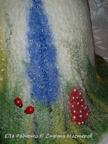 Шапочки сваляны из 100% шерсти. Мокрое валяние. В декоре использованы волокна вискозы. фото 2