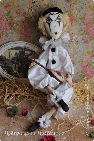 А куклы все любили Буратино.. Его признали сразу,-весельчак, Но,он же мальчик деревянный.. И даже не влюблялся,-холостяк! фото 2
