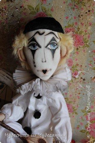 А куклы все любили Буратино.. Его признали сразу,-весельчак, Но,он же мальчик деревянный.. И даже не влюблялся,-холостяк! фото 1