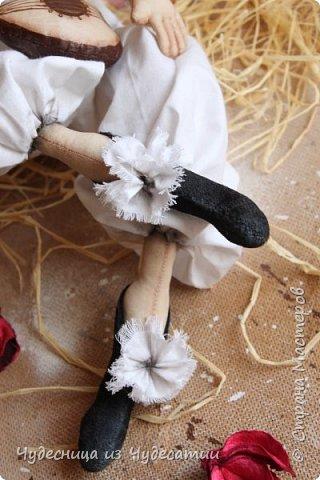 А куклы все любили Буратино.. Его признали сразу,-весельчак, Но,он же мальчик деревянный.. И даже не влюблялся,-холостяк! фото 4