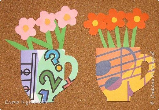 У сына совсем скоро выпускной из начальной школы. Вместе с детьми делали подарки учителям. Для предметников сделали вот такие открытки-кружки с цветами. Свой фон для каждого учителя, приклеили цветы. Информатика, физкультура. фото 2