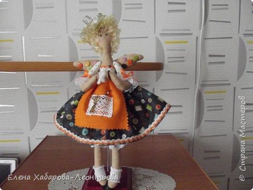 """Здравствуйте всем! Я к вам снова со своими любимыми куколками. На сей раз получились вот такие образы: Это ключница, Она живет в прихожей и """"выдает"""" ключи, а также следит за порядком. фото 3"""