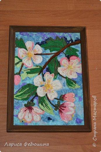 """Цветы яблони  в  технике """"Пейп арт"""".  Огромное спасибо автору техники Татьяне Сорокиной Делала  эту работу ученица 8 класса Суслова Дарья"""