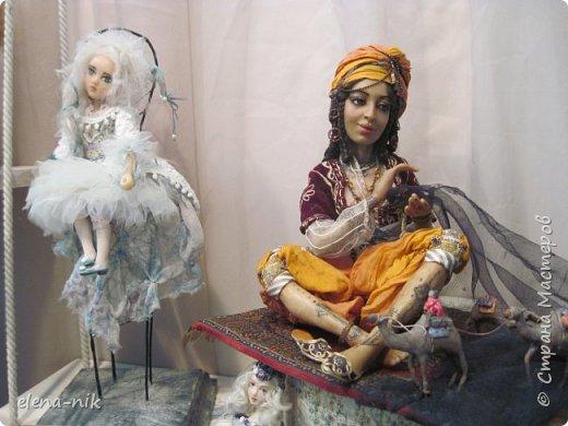 Нормальные  люди в 12 ночи уже спят. Но у меня сегодня был день впечатлений, поэтому не спится и решила  вам показать некоторые куклы, да и не только куклы, которые я сегодня увидела на выставке.  фото 21