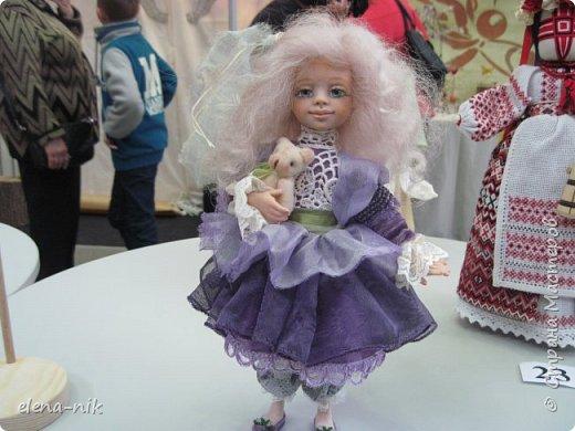 Нормальные  люди в 12 ночи уже спят. Но у меня сегодня был день впечатлений, поэтому не спится и решила  вам показать некоторые куклы, да и не только куклы, которые я сегодня увидела на выставке.  фото 25
