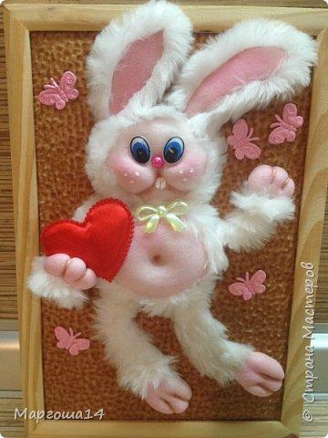 """Привет """"Страна мастеров""""!!! Показываю своё творчество - панно """"Влюблённый заяц"""".Зайчик  влюбился - готов подарить своё сердце возлюбленной. Настроение прекрасное и бабочки  от счастья порхают вокруг))) фото 1"""