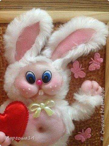 """Привет """"Страна мастеров""""!!! Показываю своё творчество - панно """"Влюблённый заяц"""".Зайчик  влюбился - готов подарить своё сердце возлюбленной. Настроение прекрасное и бабочки  от счастья порхают вокруг))) фото 2"""