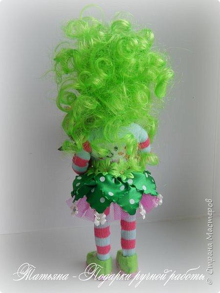 Почему Яркая Элла?Да просто она любит все яркое, и очень любит цветы. Рост куколки 25 см. и ширина около 9 см. Проволочный каркас. фото 3