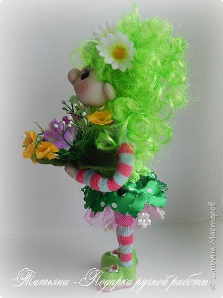 Почему Яркая Элла?Да просто она любит все яркое, и очень любит цветы. Рост куколки 25 см. и ширина около 9 см. Проволочный каркас. фото 2