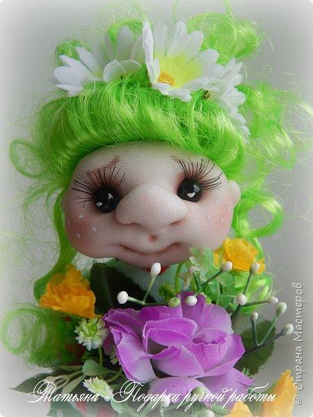 Почему Яркая Элла?Да просто она любит все яркое, и очень любит цветы. Рост куколки 25 см. и ширина около 9 см. Проволочный каркас. фото 4