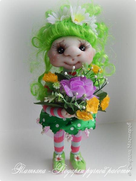 Почему Яркая Элла?Да просто она любит все яркое, и очень любит цветы. Рост куколки 25 см. и ширина около 9 см. Проволочный каркас. фото 1