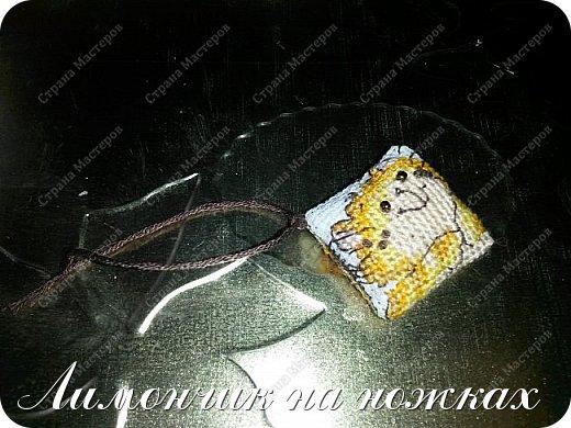 Подарок на день рождения любимой тети - рукодельный набор: шкатулка для рукоделия, маячок для ножниц и игольница. фото 7