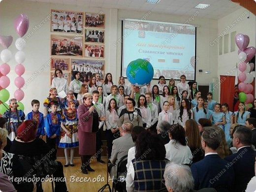26апреля в Самарской школе 132 проводились Международные славянские чтения, в рамках которых организуется выставка декоративно-прикладного творчества. В этом году было выставлено более 200 работ со всей Самарской области. Мы помимо этого давали мастер-класс по прорезной бересте фото 2