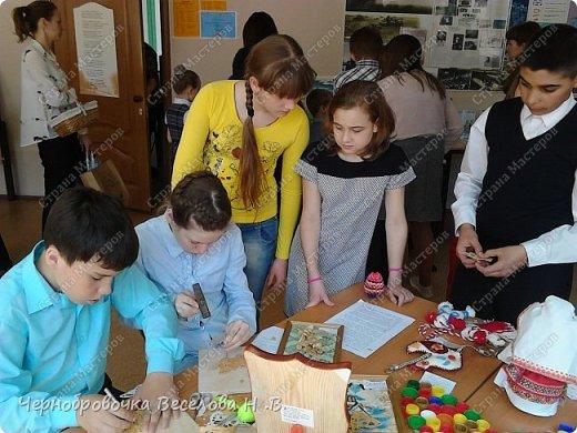 26апреля в Самарской школе 132 проводились Международные славянские чтения, в рамках которых организуется выставка декоративно-прикладного творчества. В этом году было выставлено более 200 работ со всей Самарской области. Мы помимо этого давали мастер-класс по прорезной бересте фото 5