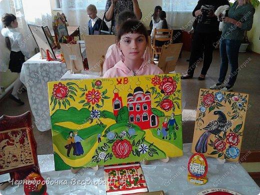 26апреля в Самарской школе 132 проводились Международные славянские чтения, в рамках которых организуется выставка декоративно-прикладного творчества. В этом году было выставлено более 200 работ со всей Самарской области. Мы помимо этого давали мастер-класс по прорезной бересте фото 7