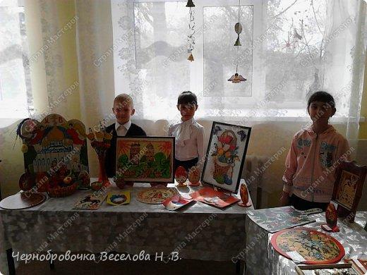 26апреля в Самарской школе 132 проводились Международные славянские чтения, в рамках которых организуется выставка декоративно-прикладного творчества. В этом году было выставлено более 200 работ со всей Самарской области. Мы помимо этого давали мастер-класс по прорезной бересте фото 8