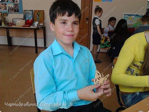 26апреля в Самарской школе 132 проводились Международные славянские чтения, в рамках которых организуется выставка декоративно-прикладного творчества. В этом году было выставлено более 200 работ со всей Самарской области. Мы помимо этого давали мастер-класс по прорезной бересте фото 6