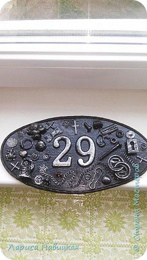 После того,как я сделала себе номерок на дверь,моим детям срочно понадобились такие же))) Сделала,только в серебре. фото 1