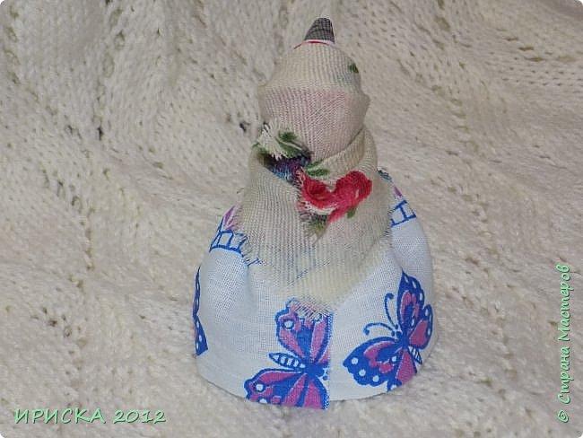 Привет всем гостям моей странички!!! В последнее время я заглядывалась на куклы-мотанки, но когда увидела первый раз каркушу у Наталии  http://stranamasterov.ru/node/1091410 , непременно захотела повторить. Правда первой у меня родилась кукла Домовушка, но ее я не фотографировала. А потом Каркуша и Подорожницы родились. фото 10