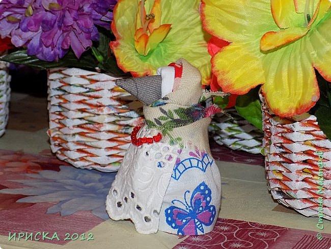 Привет всем гостям моей странички!!! В последнее время я заглядывалась на куклы-мотанки, но когда увидела первый раз каркушу у Наталии  http://stranamasterov.ru/node/1091410 , непременно захотела повторить. Правда первой у меня родилась кукла Домовушка, но ее я не фотографировала. А потом Каркуша и Подорожницы родились. фото 21