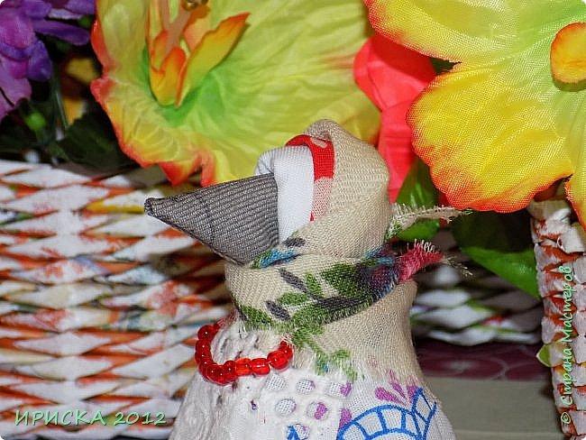 Привет всем гостям моей странички!!! В последнее время я заглядывалась на куклы-мотанки, но когда увидела первый раз каркушу у Наталии  http://stranamasterov.ru/node/1091410 , непременно захотела повторить. Правда первой у меня родилась кукла Домовушка, но ее я не фотографировала. А потом Каркуша и Подорожницы родились. фото 22