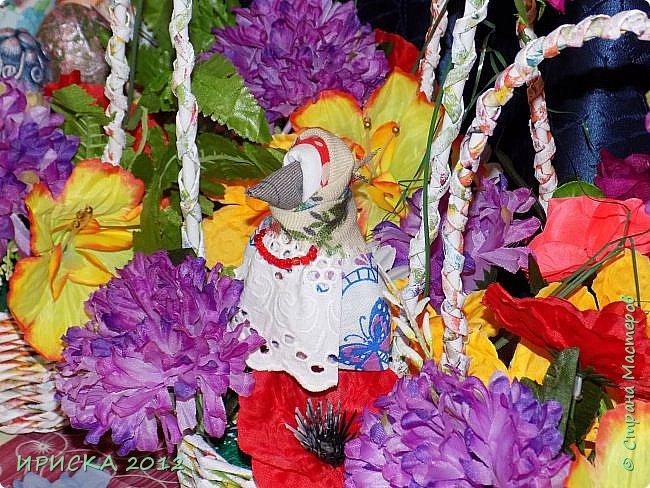 Привет всем гостям моей странички!!! В последнее время я заглядывалась на куклы-мотанки, но когда увидела первый раз каркушу у Наталии  http://stranamasterov.ru/node/1091410 , непременно захотела повторить. Правда первой у меня родилась кукла Домовушка, но ее я не фотографировала. А потом Каркуша и Подорожницы родились. фото 23