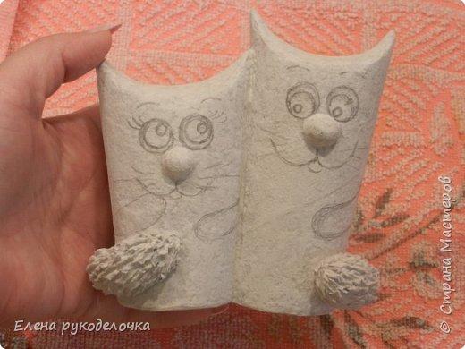 Продолжаю утилизировать рулончики от ТБ и бумажных полотенец. Кошечка сделана из рулончика от ТБ, а котик из рулончика от бумажного полотенца. Здесь можно посмотреть сову и ёжика  https://stranamasterov.ru/node/1097944 . фото 9