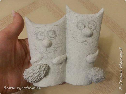 Продолжаю утилизировать рулончики от ТБ и бумажных полотенец. Кошечка сделана из рулончика от ТБ, а котик из рулончика от бумажного полотенца. Здесь можно посмотреть сову и ёжика  https://stranamasterov.ru/node/1097944 . фото 10