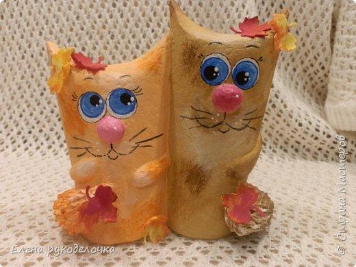 Продолжаю утилизировать рулончики от ТБ и бумажных полотенец. Кошечка сделана из рулончика от ТБ, а котик из рулончика от бумажного полотенца. Здесь можно посмотреть сову и ёжика  http://stranamasterov.ru/node/1097944 . фото 1