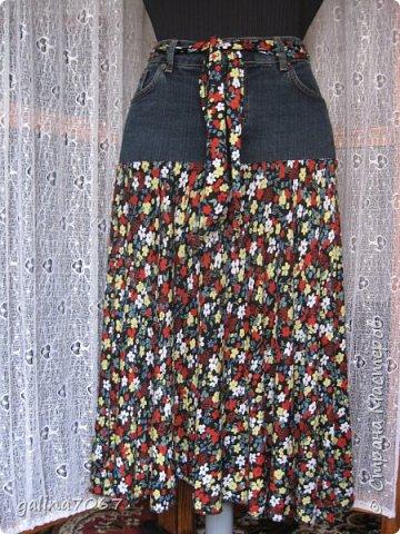 смастерила для себя юбку: кокетка от старой джинсовой юбки а подол из сарафана из трикотажа легкого  фото 1