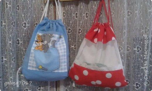 вчера приготовила подарочек двойняшкам, которым исполняется по 3 годика: Пашеньке и Златушке - это рюкзачки для прогулок и в них дети будут ложить свои игрушки или еще чего осталось наполнить рюкзачки гостинцами и подарить  фото 1