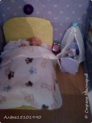 Здравствуйте,дорогие Мастера!  Сегодня решили показать наконец свою кроватку для малыша. Хотелось моей доче,чтоб у Гены и Клавы родился сынок-а кроватка то с моего детства-розовая....решили сделать свою. Естественно,запаслись тряпочками и палочками из магазина фикс прайс. (с нами там уже как с постоянными клиентами общаются-по именам знают и спрашивают,как дела,что на этот раз придумали.) Делали по Мк с сайта ютубhttps://www.youtube.com/watch?v=2AxA3nhpvP8. Спасибо огромное автору,хоть и без слов,но предельно понятно всё показано. фото 4