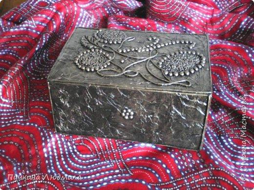 Это вид спереди - (использовала салфетки, делала как бы драпировку салфетками при помощи ПВА на основу -картонную коробку).... фото 1
