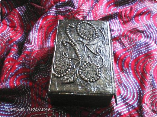 Это вид спереди - (использовала салфетки, делала как бы драпировку салфетками при помощи ПВА на основу -картонную коробку).... фото 2