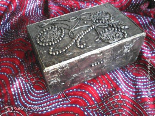 Это вид спереди - (использовала салфетки, делала как бы драпировку салфетками при помощи ПВА на основу -картонную коробку).... фото 3