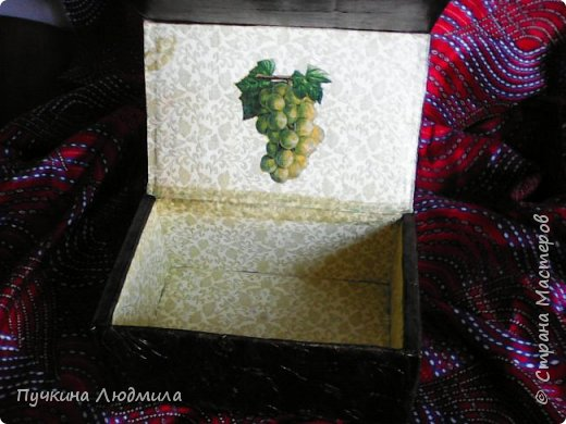 Это вид спереди - (использовала салфетки, делала как бы драпировку салфетками при помощи ПВА на основу -картонную коробку).... фото 4
