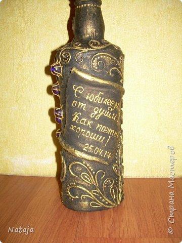Бутылка на заказ к юбилею. Из характеристики одариваемого: Юбиляр пишет стихи для своих коллег к дням рождения и праздникам.   фото 6