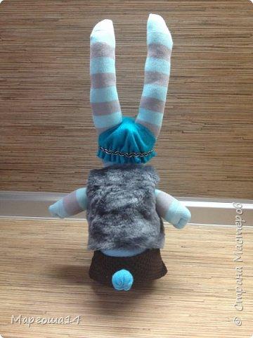 Привет всем!!! Сшила несколько игрушек из носочков  для подарков деткам. Эти игрушки приятно держать в руках.Они такие мягкие!!!  Я посчитала,что в одежде игрушки интереснее. И хотя,они смотрятся немного несуразно,но зато добрые и милые. Это кошечка в платьице с оборочками. фото 10